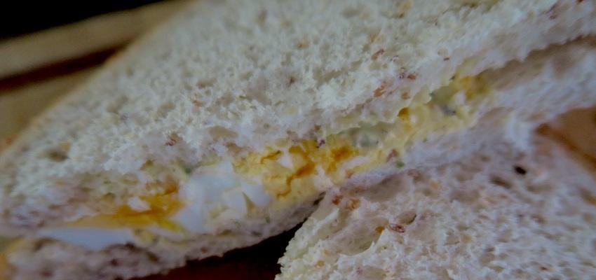2 sandwiches anglais pour bruncher