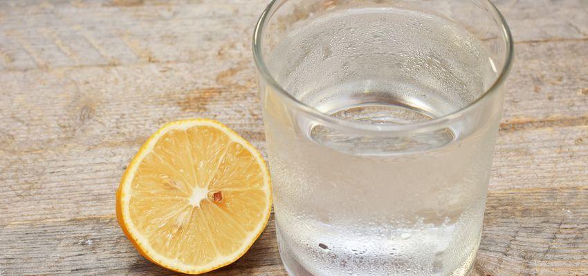 8 raisons de boire de l'eau citronnée tous les matins