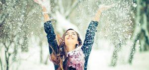 femme hiver bonheur