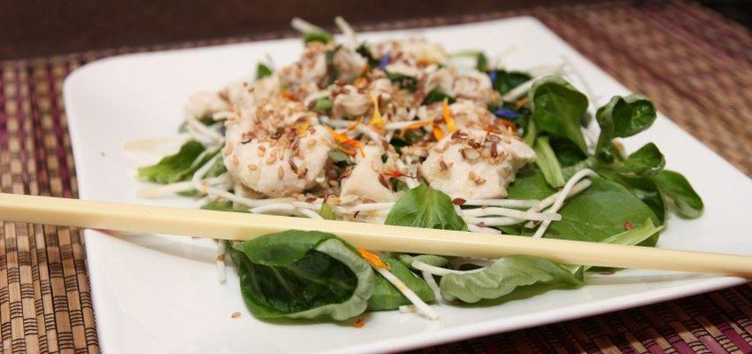 Salade de poulet au sésame et graines de lin