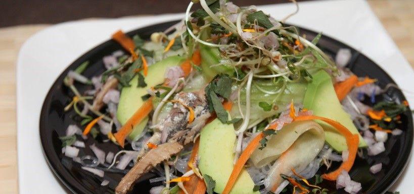 Salade fraîcheur jeunes pousses et ses sardines